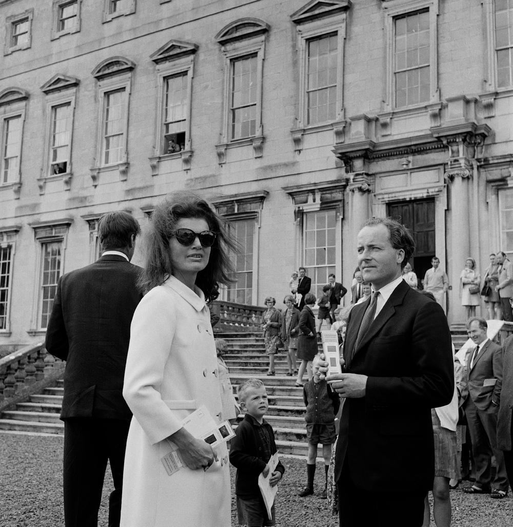 Castletown-Jackie-Kennedy-Desmond-Guinness-1967.jpg#asset:13710